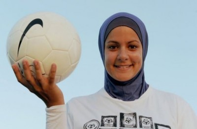 women-footballer1