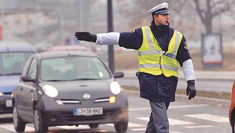 F09ZS_policist_prometnik_ih.1200337617